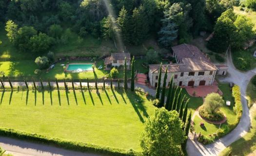 7006, Villa del quattrocento con 4 Ha di parco