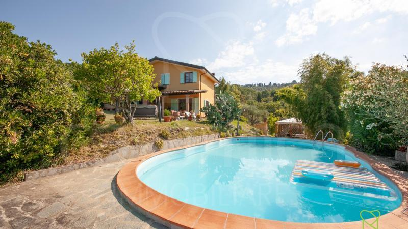4650, Prestigious property with swimming pool on Lucca's hills