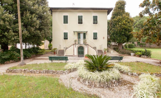 4852, Prestigiosa Villa con dependance
