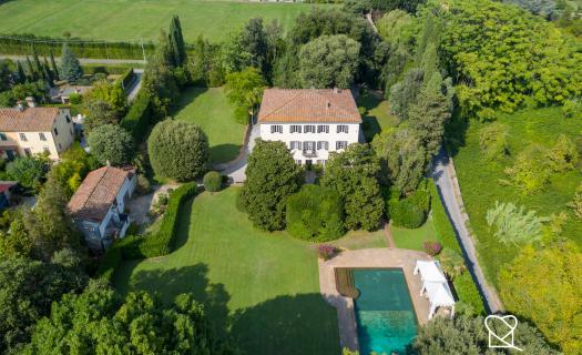 0004, Villa d'epoca con parco e piscina