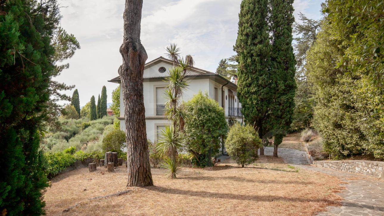 Villa bifamiliare sulle colline