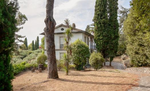 0180, Villa bifamiliare sulle colline