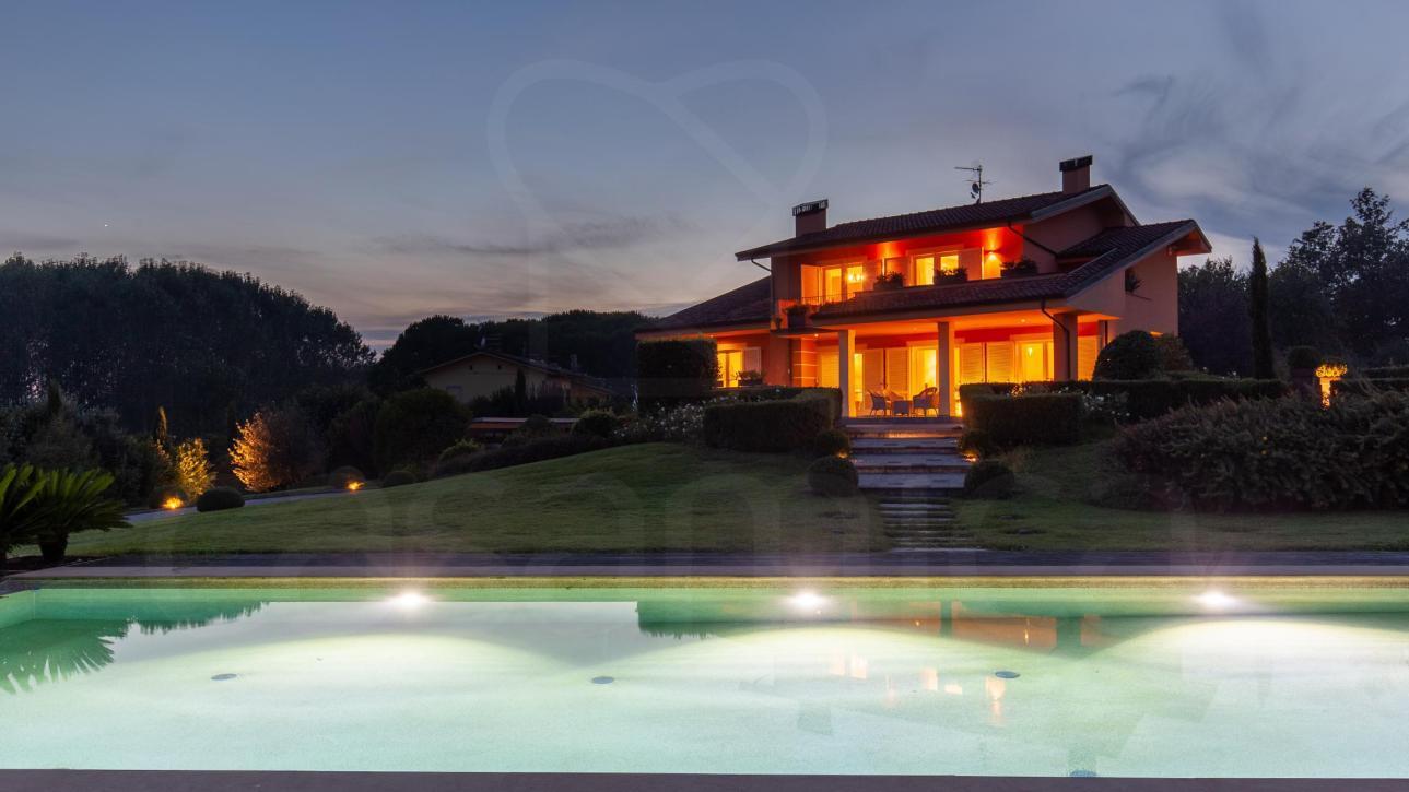 Modern Classic Style Villa