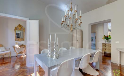 3639, Lucca Centro Storico ampio appartamento con piccolo balcone e cantina