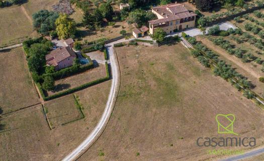 4446, 17th-Century Villa with pool